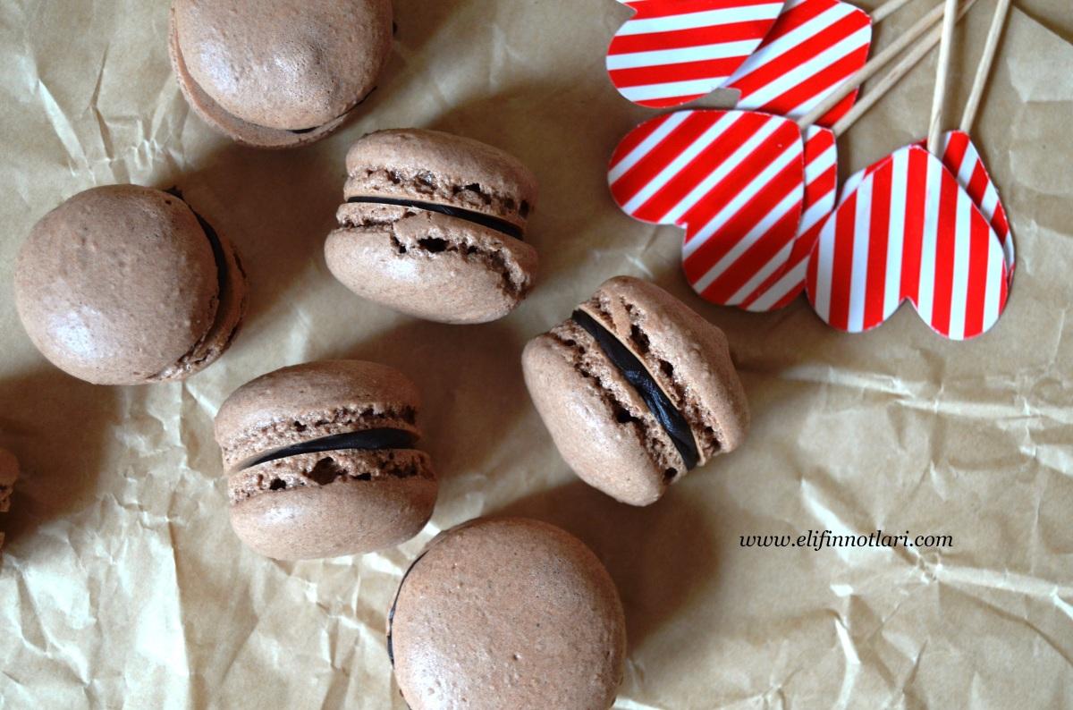 >Çikolatalı Macaron Biberli Bitter Çikolatalı Ganajla