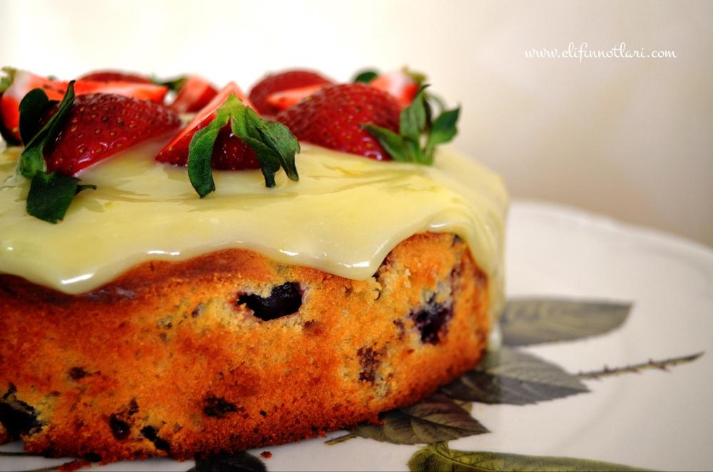 Yaban Mersinli Kek Limonlu Beyaz Çikolatalı Ganajla