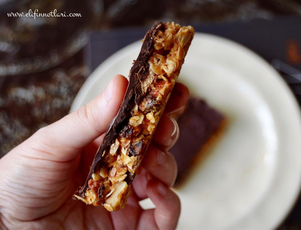 Hurmalı Bitter Çikolatalı (Pişmeyen) Granola Bar